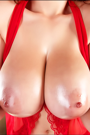 Awesome Tessa Fowler With Big Oily Boobs Out