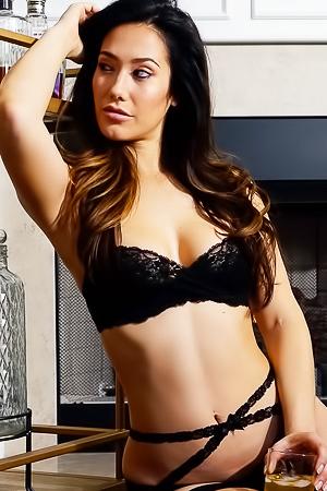 Eva Lovia Sexy Nude Bartender