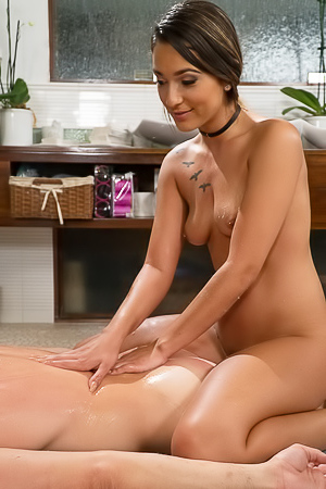 Jaye Summers - Hot Oil Massage