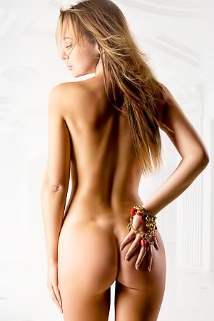 ARSENIY GLINSKIY'S NUDE PHOTOGRAPHY