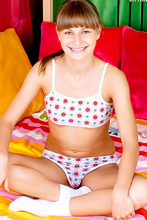 cuttie Marta gives you her fully nude body in bed