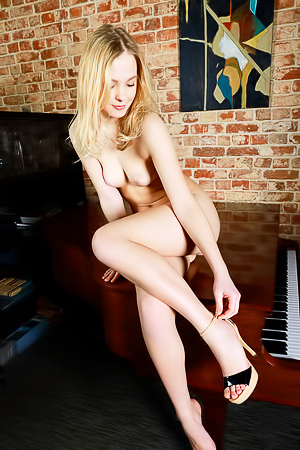 Statuesque blonde Mia Chance