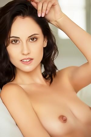 Sexy Babe Stripping Sade Mare
