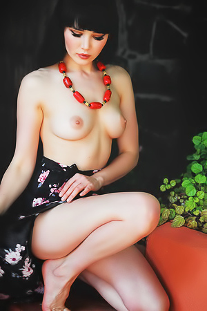 topless beauty Malena