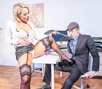 Busty Pornstar Lilli Vanilli Likes Making Deepthroat