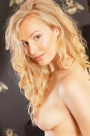 Naomi Kiss - Sarla