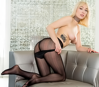 Sexy Lily Labeau Hot Striptease