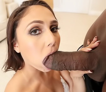 Beautiful Pornstar Ariana Marie First IR Anal