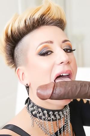 Della Dane Erotic Blonde porn pic gallery