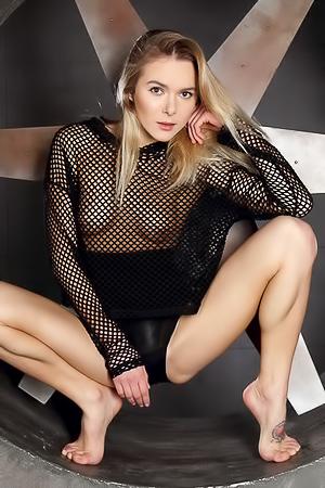Karissa Diamond Teases With Nude Fresh Pussy
