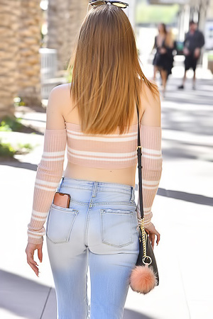 Teen Danni in Jeans