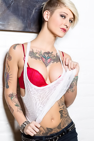 Tattooed Babe Kleio Valentien Striptease