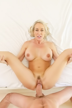 Sexy Stepmother Brandi Love Plays Muse
